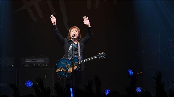 """伍佰""""今夜伍佰9""""Live摇滚浪漫轰动全场 出道30周年Rock Star演唱会明年全面重启"""