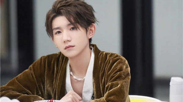 王源《谁是宝藏歌手》被舞台感动  甜蜜妙语温暖众人