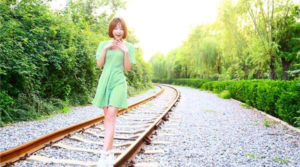 贡米夏日写真清新发布 浪漫行走感受绿色时光