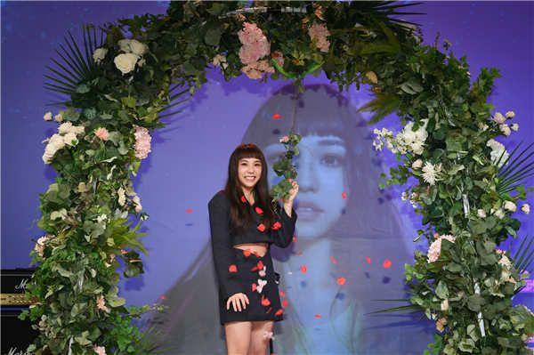 全实力最狂新人艾薇举办出道单曲《失重前幸福》抢听会 12月11日《失重前幸福》正式上线
