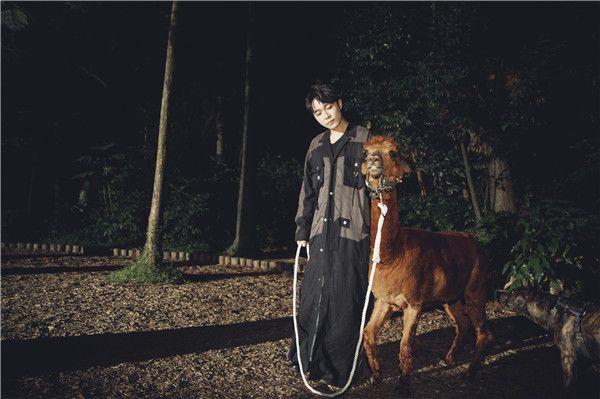 吴青峰《失忆镇》MV剧照4.jpg