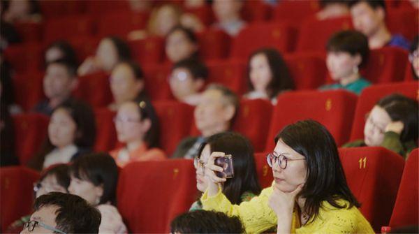 《小鞋子》导演与中国观众庆生  新作《云端之上》亮相北影节获赞