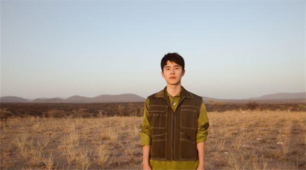 刘昊然非洲新照曝光 致力公益为野生动物保护发声