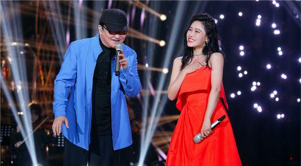 袁娅维《歌手》舞台助力歌王冲刺帮唱刘欢碰撞别样浪漫