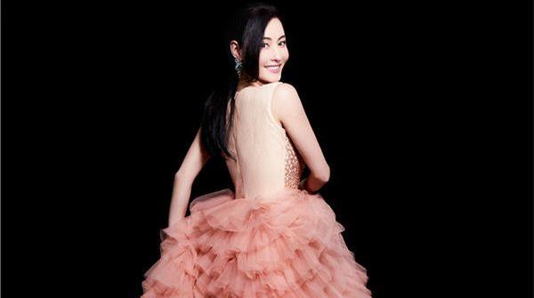 张柏芝登越南杂志封面 复古摩登造型完美诠释优雅魅力