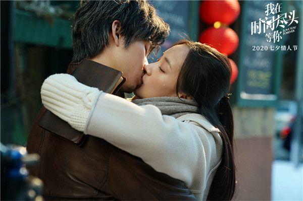 5、电影《我在时间尽头等你》李鸿其李一桐深情拥吻.jpg
