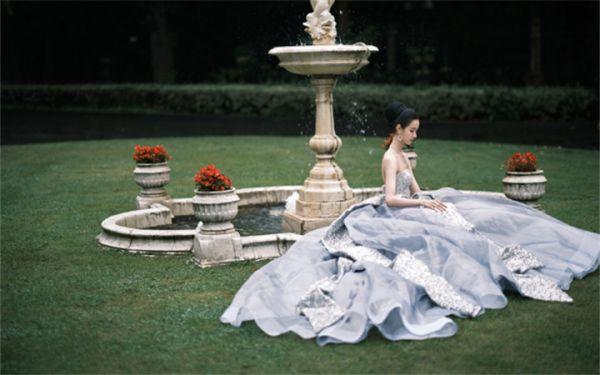 陈都灵出席上海国际电影节闭幕红毯 优雅化身高贵公主气质满分
