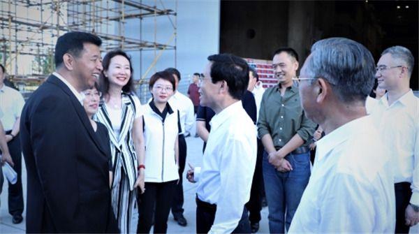 领导探班《号手就位》剧组 总制片人段燕张伯辉揭秘幕后制作匠心
