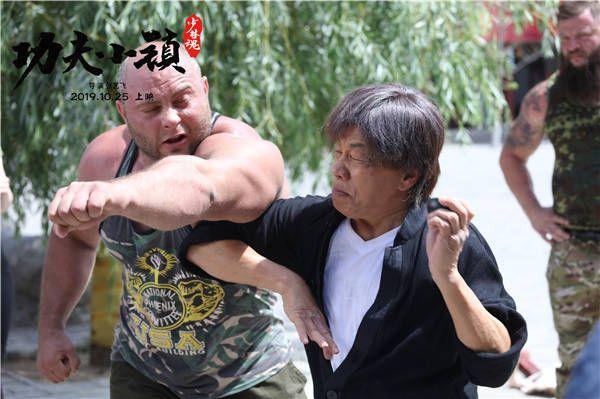 梁小龙对打外国肌肉男维克多.jpg
