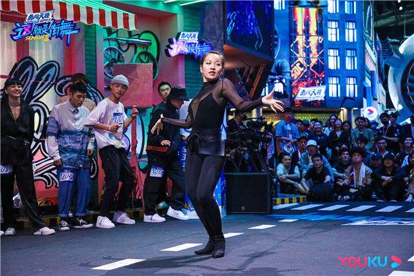 《这!就是街舞》第三季今晚高能名场面 队长终极围圈斗舞燃爆舞台!