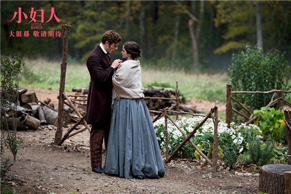 艾玛和丈夫深情拥抱.jpg