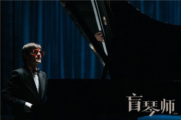 《盲琴师》米耶特演奏爵士乐.jpg