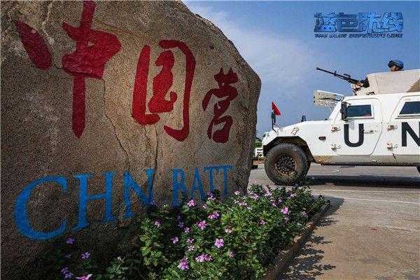 4、执行巡逻任务的战车正在驶出中国营.jpg