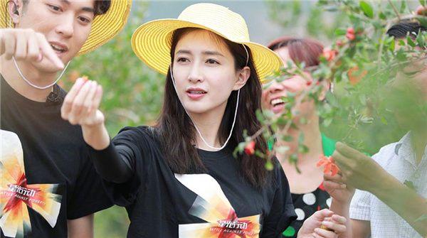 江疏影荣获年度品质电视剧演员 不忘初心回馈社会正能量