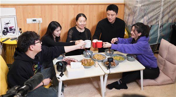 东方卫视《亲爱的,来吃饭》聚焦互联网经济下的家庭生态