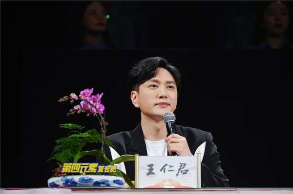 王仁君亮相《星光大道》为梦想助力 真切点评选手圆梦