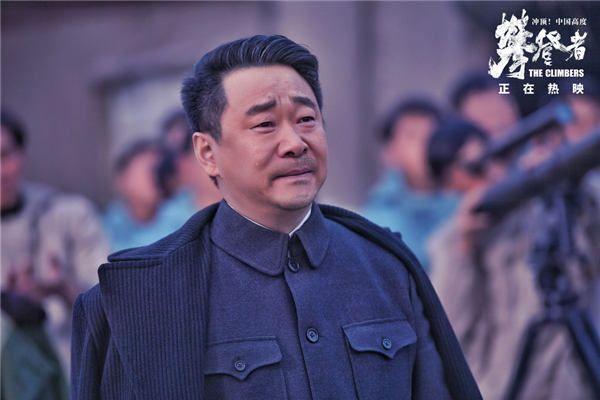 登山队政委赵坤激动落泪.jpg