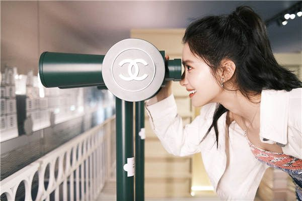 张婧仪沉浸感知香奈儿香水展 讲述与香水不期而遇的邂逅