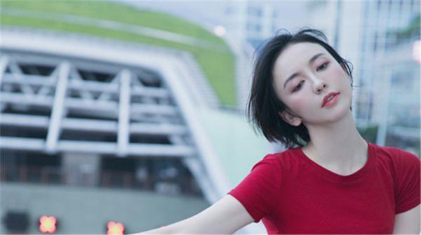 """吕佳容港式街拍时尚大片 """"国民闺蜜""""风情优雅"""
