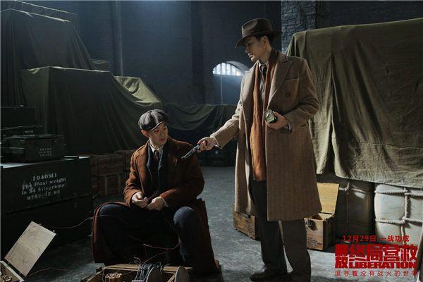 姚哲带蔡兴福来到军用仓库.jpg
