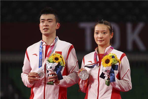 郑思维黄雅琼奥运摘银:感谢彼此陪伴,还将携手共进!