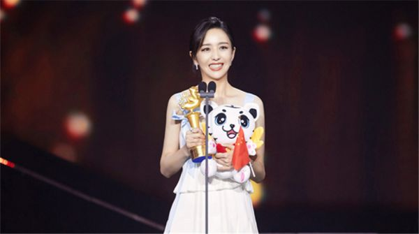 佟丽娅凭谷小焦再获奖 获奖感言风趣幽默真诚求赞