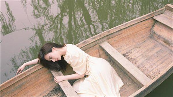 熊乃瑾夏日清爽大片曝光  解锁优雅文艺新风格