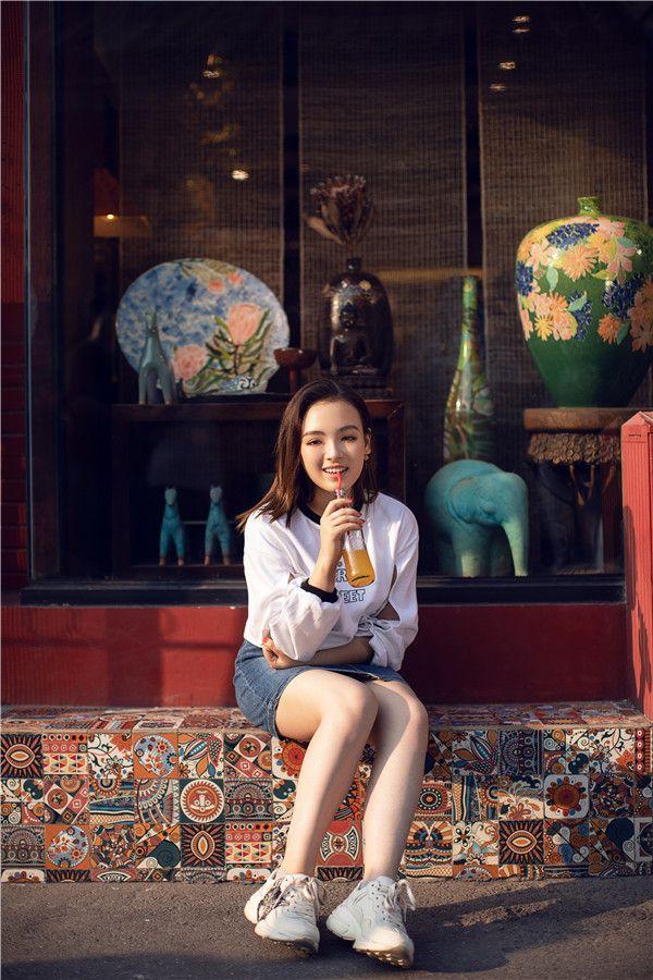 爱新觉罗·媚发布全新《China》MV 用音符传递爱国情怀1.jpg