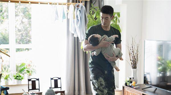 """电影《烈火英雄》发布""""我的超人爸爸""""特别短片  杨紫出演消防员皆因老爸鼓励"""