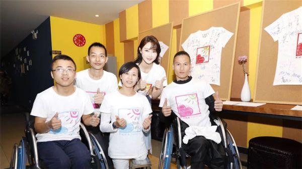 演员林鹏参与助残公益歌曲《爱的阳光》录制 为爱发声与爱同行